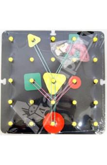Математический планшет (ОПИ-003)Головоломки<br>Математический планшет был придуман в середине ХХ века, а в России активно используется в обучении и развитии детей младшего и дошкольного возраста с 90-х годов, признана соответствующей ФГОС ДО.<br>Игра торговой марки Оксва представляет собой квадратное поле из дерева с 25 штырьками, резиночками для рисования и накладками в виде цветных геометрических форм разного размера. Кроме того, в комплект входят специальные скрепы, для соединения нескольких планшетов в одно большое игровое поле, с которым удобно играть целой группе детей.<br><br>Что развивает Математический планшет?<br>Математический планшет - игра многофункциональная, затрагивающая сразу несколько областей: игровую, коммуникативную, познавательно-исследовательскую и конструирование. Ее можно использовать для развития логики, мелкой моторики, речи, воображения, координации и творческих способностей детей.<br><br>Мелкая моторика и координация, ловкость рук и пальцев (а это минимум, необходимый для развития речи!) совершенствуются в процессе натягивания резиночек на штырьки. Попробуйте сами, и вы убедитесь, что это не так легко, как кажется!<br><br>Логика, пропорции, пространственное мышление задействованы при рисовании фигур по схеме (их вы найдете дальше) и во время самостоятельного творчества. Покажите ребенку, как треугольник превращается в гриб или даже зонтик. Нарисуйте елочку и украсьте ее шариками с помощью цветных накладок. А теперь посчитайте, сколько всего фигур у вас получилось!<br><br>Математический планшет воздействует на сенсорное восприятие, помогает осваивать абстрактные образы через физическое, тактильное ощущение. С его помощью удобно изучать цифры и буквы. Играя, дети натягивают и многократно проводят пальчиками по резиночкам, изображающим цифру или букву, и лучше запоминают ее образ и название.<br><br>Как играть с Математическим планшетом?<br>Математический планшет незаменим на уроках занимательной математикой и грамматикой! Спектр возможносте
