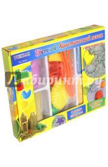Песок кинетический цветной с формочками, 4 пакета * 250 гр (TZ 3533)Лепим из пасты<br>Создание различных фигурок из кинетического цветного песка станет любимым занятием малыша и поможет ему познакомиться с окружающим миром.<br>В комплекте: 4 пакета песка по 250 грамм, 9 формочек, 3 стека.<br>Материал: синтетический песок, пластмасса.<br>Упаковка: картонная коробка.<br>Сделано в Китае.<br>