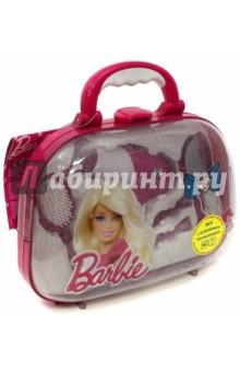 Набор стилиста с феном в кейсе Barbie (5793)Играем в профессии<br>Набор для создания причесок в фирменном стиле Barbie в чемоданчике с пластиковой  прозрачной крышкой.                                   <br>В наборе: фен, при включении которого дует легкий поток воздуха и имитируется звук работающего фена, расческа, зеркальце, 2 зажима и 2  заколки для волос.<br>Для работы необходима 1 батарейка типа R6 (в комплект не входит).<br>Для детей от 3-х лет. Содержит мелкие детали.<br>Сделано в Китае.<br>