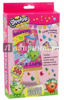 Shopkins. Мозаика-Алмазные узоры (02754)Аппликации<br>Алмазные узоры  Shopkins - это увлекательное творчество для девочек. Создавать блестящую алмазную картинку очень просто. Помогает изучить цвета и цифры, развивает мелкую моторику и воображение.<br>В наборе: картинка с клейкой основой, стенд, карандаш-стилус, тарелочка, стразы.<br>Более 500 элементов.<br>Упаковка: картонная коробка.<br>Для детей от 6 лет.<br>Сделано в Китае.<br>