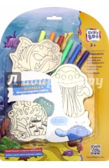 Оригинальная раскраска Жители морских глубин (66134)Раскраски<br>Оригинальный набор для творчества Жители морских глубин не только обучит ребенка основным навыкам раскраски, но и познакомит с новыми живыми существами. Ребенку предлагается раскрасить изображения коралла, медузы и глубоководного удильщика. Деревянная раскраска учит прилежности и терпению, а также развивает творческие навыки.<br>Раскрашиваем фигурки.<br>Учим цвета.<br>Изучаем морских жителей.<br>В комплекте: 3 деревянные фигурки для раскрашивания, 3 деревянных подставки, 6 маркеров.<br>Изготовлено из дерева.<br>Для детей старше 3-х лет. Содержит мелкие детали.<br>Сделано в Китае.<br>