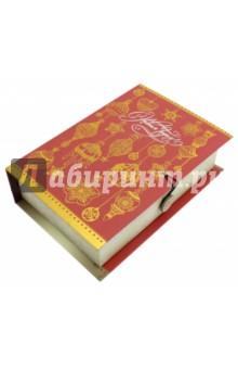 Коробка подарочная Золото на красном (75030)Другое<br>Коробка подарочная.  <br>Материал: мелованного, ламинированного, негофрированного картона плотностью 1100 г/м2, <br>Полноцветный декоративный рисунок на внутренней и наружной части<br>Размер 18 х 12 х 5 см.<br>Сделано в Китае.<br>