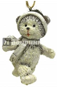 Украшение ёлочное Радостный медвежонок (75136)Аксессуары для праздников<br>Украшение новогоднее подвесное.<br>Размер: 4,5x3,5х7 см.<br>Материал: полирезина.<br>Сделано в Китае.<br>