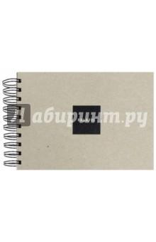 Скетчбук для белых ручек и туши (62 листа, А5, гребень, черная бумага) (440959)Блокноты большие нелинованные<br>Скетчбук для белых ручек и туши.<br>Формат А5.<br>62 листа.<br>Внутренний блок: угольно-черная гладкая бумага 160 г/м2.<br>Нелинованный.<br>Крепление: пружина<br>Лицевая и задняя обложка (подложка) выполнена из очень плотного переплетного картона серого цвета толщиной 2,5 мм (1575 г/м2).<br>Сделано в России.<br>