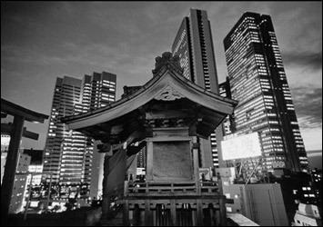 Иллюстрация 1 из 3 для Фотоальбом: Tokyo - Ben Simmons   Лабиринт - книги. Источник: Лабиринт